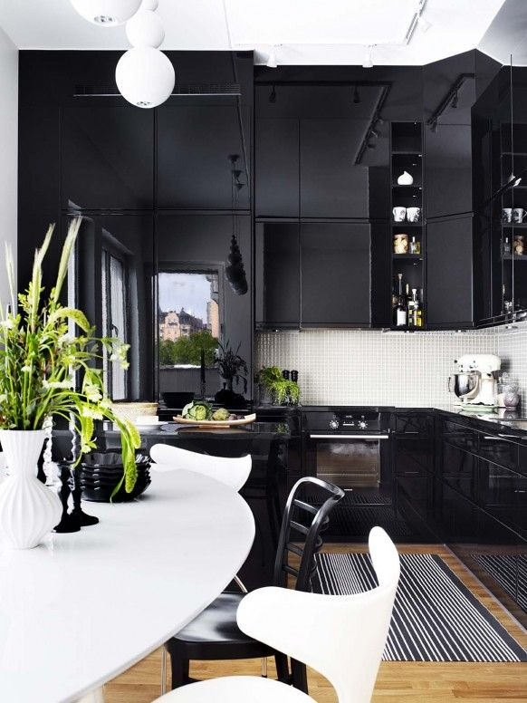 7 Mind Blowing Black Kitchens