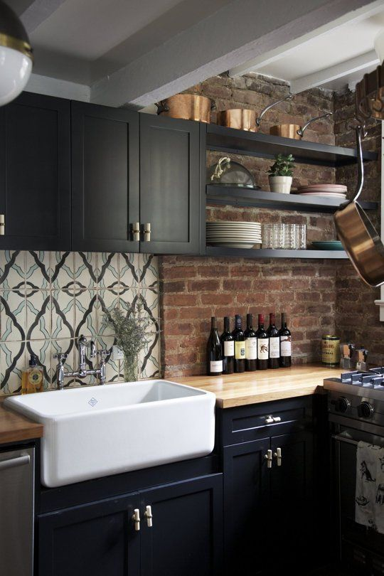 Farmhouse sinks are not only easy on the eyes, they are extremely functional. Take a look at these Looks to Love: 50+ Farmhouse Sinks via Design Asylum Blog