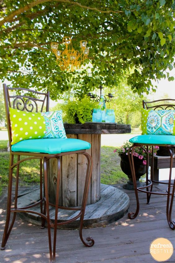 21 Amazing Outdoor Entertaining Areas that you can totally DIY! Take a look at these outdoor spaces for ideas and inspiration.If you want to remodel some of your home areas I recommend using <a style=