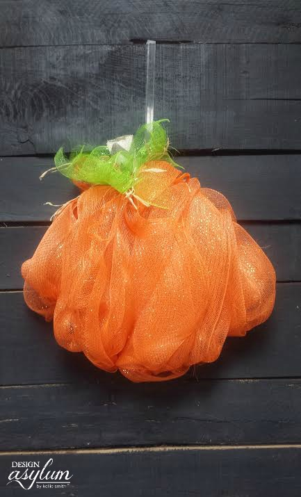 deco-mesh-pumpkin